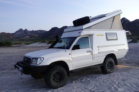 Toyota Hilux 4x4 Diesel with custom pop-up camper / Tecolote Beach, La Paz, Baja California Sur